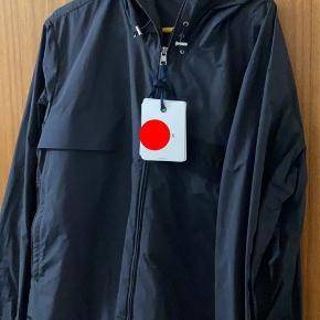 Brugt 1-2 gange, men jakken er blevet for stor i længden.   Det en str 5, svarene til large og xl.   Alt medfølger Nypris 4577.