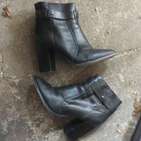 Fine ægte læder ankelstøvler fra Madewell (købt i USA). Tror de er lavet i Brazil. Nypris = ca. 1200kr  #trendsalesfund Byd gerne!