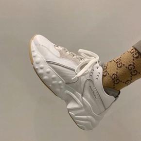 Acne Sneakers.  Nypris 3100,-  Fast pris 1450,-   Bud og bytteforslag besvares ikke.