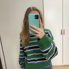 Sweater ikke brugt meget, men sugningen er gået lidt op i det ene ærme, men kan nok godt sygs meget nemt sammen igen, ellers mega fed her til vinter