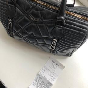 Sunny Medium Ma, Noir, T. Unique taske fra Zadig&Voltaire. Købt i 2016 i København, men er nærmest ikke brugt.  25x35x20 Købspris: 3430kr BYD gerne