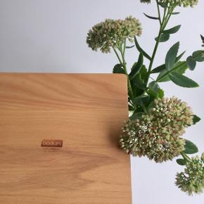 Bodum servietholder i træ m. metalbøjle 🐿  Byd gerne kan både afhentes i Århus C og sendes på købers regning 📮✉️