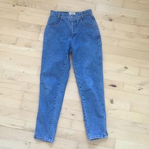 Vintage bukser fra sisley  En størrelse S  De er højtaljede og super dejlige. De er købt i en vintage butik på istergade de er super god stand har kun brugt dem 2 gange  Skriv for flere billeder