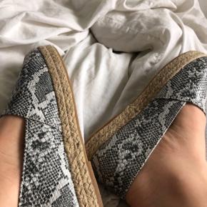 2 par sko sælges samlet 🛍 De er små i str.