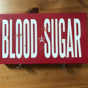 Jeg sælger mit Blood Sugar da jeg bruger den ikke særlig meget. Den er brugt max. 5 gang mens nogle af pans er aldrig brugt.  Kan kun afhentes i Odense.