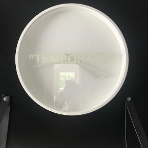 Off-white ur/vægur