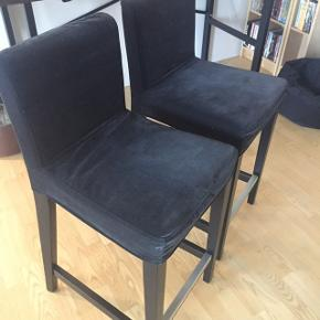 2 barstol med sort velour Næsten ikke brugt  600 kr for begge  Sælges samlet
