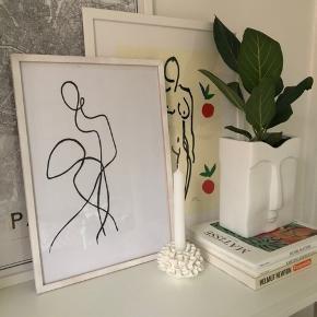 Ramme trænger til en kærlig hånd eller en lille klat maling (den er i træ)  Ramme medfølger naturligvis til prisen   Måler 44 x 31,5 (ramme mål)