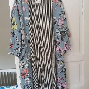 Smuk kimono, brugt få gange.