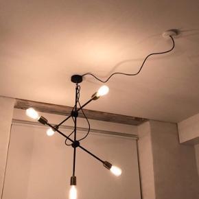 House doctor molecular lampe. 6 mdr gammel. Sælges inkl pærer.