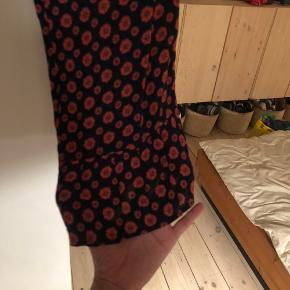 Fine bukser fra Nué. Kun brugt 2 gange.