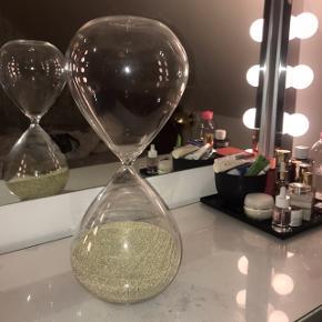 Stort timeglas med guld/ bronze sand.  Super fin stand☺️
