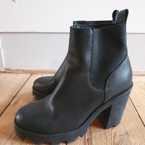 Fede støvler fra Selected Femme. Kun brugt få gange.