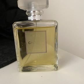 Chanel nr. 19 parfume. Brugt meget lidt. BYD :)