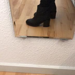 Sorte skindstøvler robust støvle