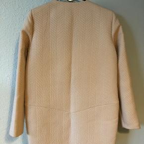 Flot jakke til pænere brug fra YAS. Aldrig brugt. Str. 36.