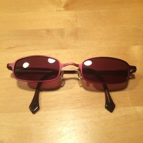 Sælger dette Børnebrillestel fra You's Eyeworks Netherlands.Det er som nyt, da det kun har været brugt som solbrille. Der skal skiftes glas, da der er styrke i. Brugt fra 6 års alderen. Stel str.: 45-20-130