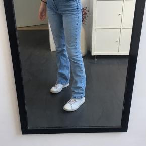 Mega fede denim Zara jeans i str 36 / s, en 34 / xs kan dog også sagtens passe dem (er ca 165)