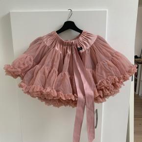 Skøn nederdel fra dolly by le petit Tom   Kun brugt et par gange  Str. l