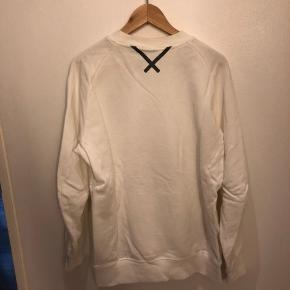Hvid Adidas trøje.  Brugt en gang.  BYD BYD BYD