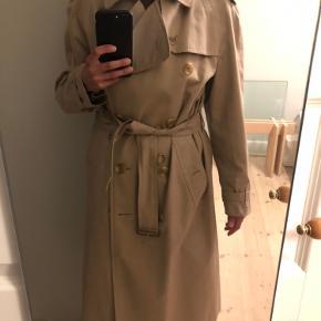 Burberry trenchcoat