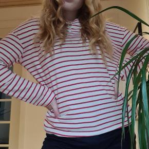 Byd - prisen er kun et udgangspunkt🧡 mængderabat gives🎊 Mega blød lidt oversized tynd sweater Kan afhentes i aalborgområdet efter aftale:)) RØGFRIT OG PELSFRIT HJEM🐶