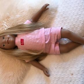 Fin dukke med lang hår. Np 499,-