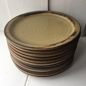 UGE TILBUD! Prisen er per styk.  13 stk. Frokost tallerkner fra Sahara Langenthal Suisse stentøj.  Mål: Ø:20 cm