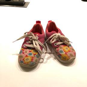 Nike sko næsten som nye. Str. 23100 kr.