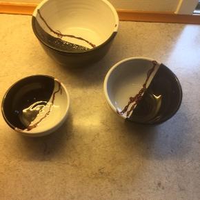 3 forskellige keramik skåle  Sort hvid og brodorøde  Sælges samlet