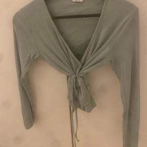Lysegrøn slå-om bluse fra envii Brugt og vasket 1 gang💗 Købt i butikken for 450-,