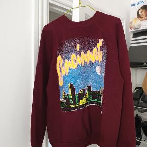 Coolest vintage sweatshirt bought in NYC long time ago Can't find any size tag, but it fits like M or an oversized chunky S (you can see it on me, in the last pic, I'm 170 cm tall)