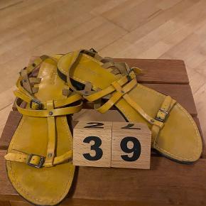 Amust Sandaler