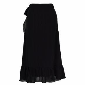 Mika Dobby Skirt Neo Noir  Nypris; 499 Slå om nederdel
