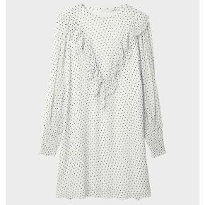 Smuk Ganni kjole, fremstår som ny. Str. XS-S Skriv gerne for flere billeder af min egen kjole også. 🥰 BYD gerne, er villig til at finde en god pris, da den dsv bare hænger i skabet.