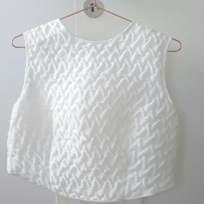 Uk str 10. Regulerbar i ryggen. Hør og polyamid med 100% silkefor.