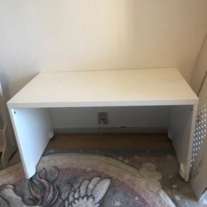 Flyttesalg 😀🌸 Sælger ud af min datters møbler 🙏 Byd endelig  L : 90 cm Højde : 50 cm  Dybte : 49 cm