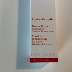 Clarins Hydra-Essentiel Moisture Replenishing Læbebalsam 15 ml. Ny i æske. Sender gerne på købers regning