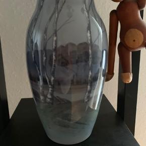Vase med landskab Bing & Grøndal nummer 545 5243. 1 sortering. Fejler intet. Sender gerne mod betaling.