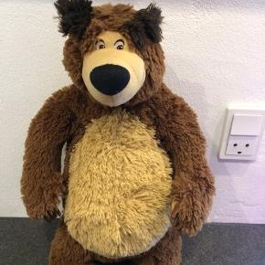 Bjørn fra mascha og bjørnen. NSN skal dog lige have en lille tråd under den ene arm ellers pæn stand. Afhentes i Hjering sender ikke