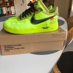Nike Air Force off White volt   Str 44  Alt og (beskadet kasse og zip tie) Fin stand Pris 4500