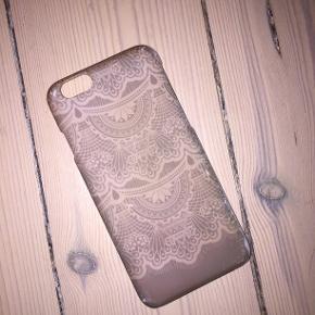 Pris kan godt forhandles 😄 Cover til Iphone 6 Jeg har brugt det meget, så derfor er det lidt slidt i kanterne - ellers fejler det ikke noget. Sælges da jeg har fået ny telefon Skriv endelig for mere info :)