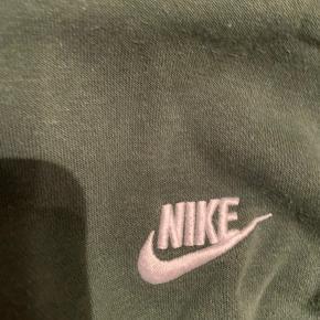 Nike Hættetrøje  Cond: 6-7 Nypris: 300-400 Byd gerne