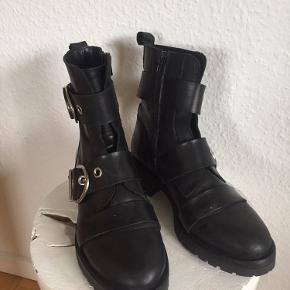 Sælger disse fede støvler i ægte læder. De er brugt, men fejler absolut ingenting 😊