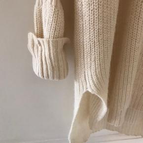 Lækker strik kjole   Materiale: 80% uld 20% akryl