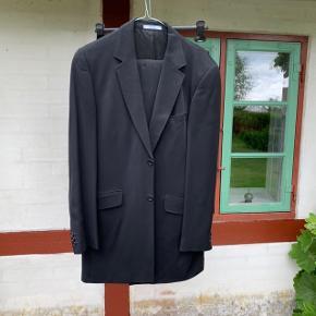 Kenzo-jakke sæt som aldrig er brugt. Mega lækkert steal.  Mindste pris er 300! Køber betaler selv fragt 😉