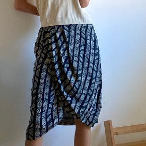 Super fin nederdel fra DAY Birger et Mikkelsen. 100 % silke. God kvalitet kan mærkes tydeligt.