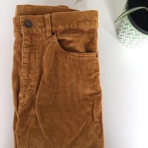 Sennepsfarvede bukser fra monki 🌼🌼  Nypris: 349,-