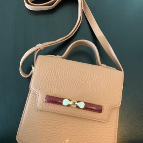 Rigtig flot skulder og håndtaske fra Adax. Den er aldrig brugt