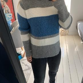 Sweater fra Zara. Brugt få gange.